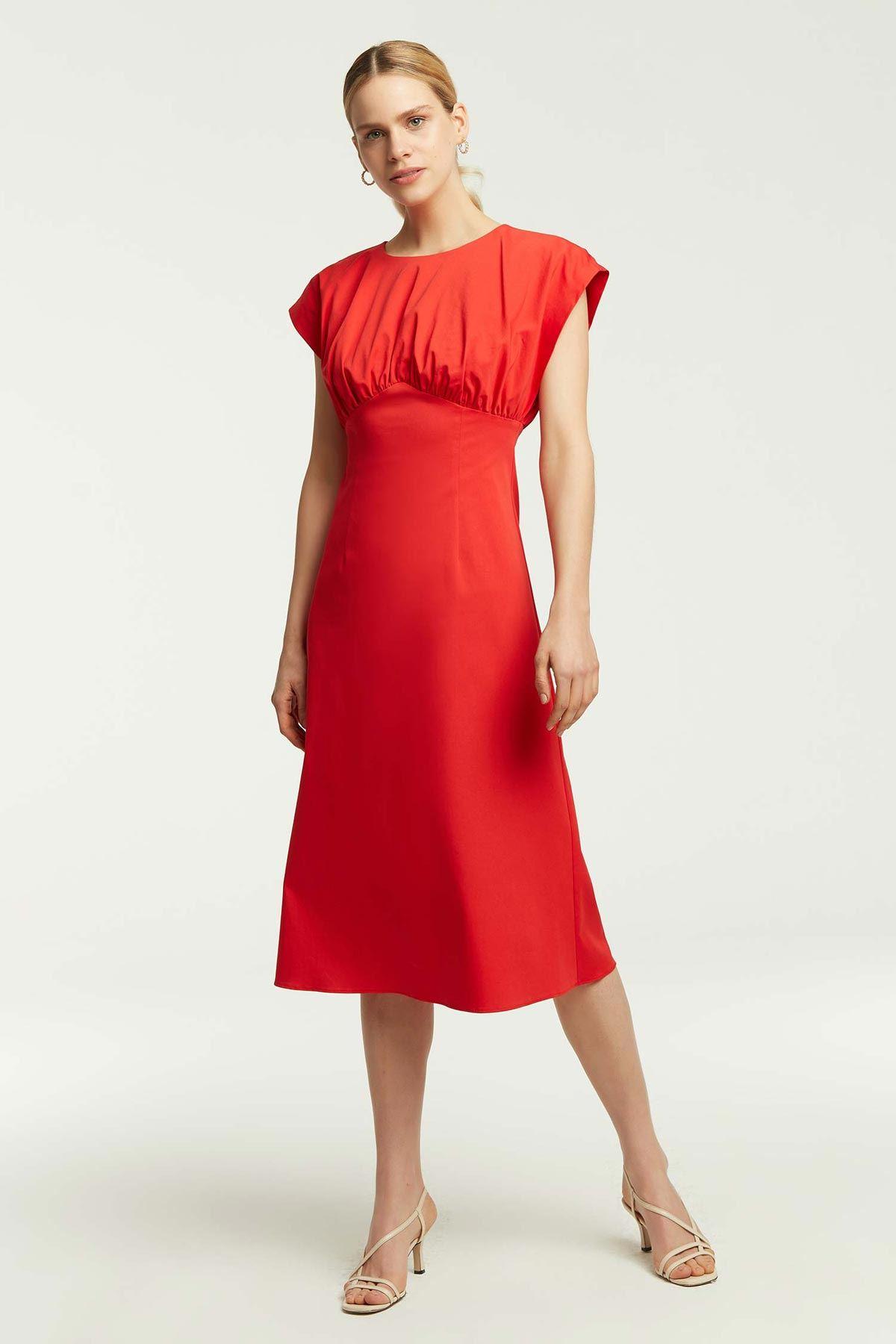 Önü Büzgülü Kloş Elbise Kırmızı