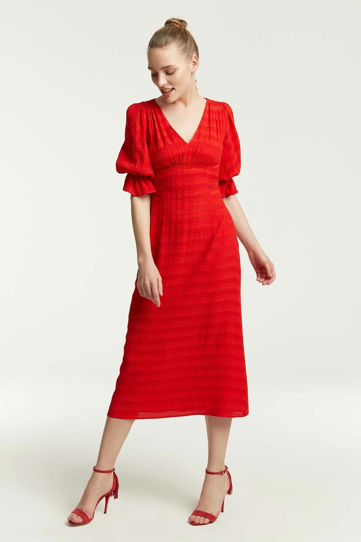 V Yaka Dokulu Elbise Kırmızı