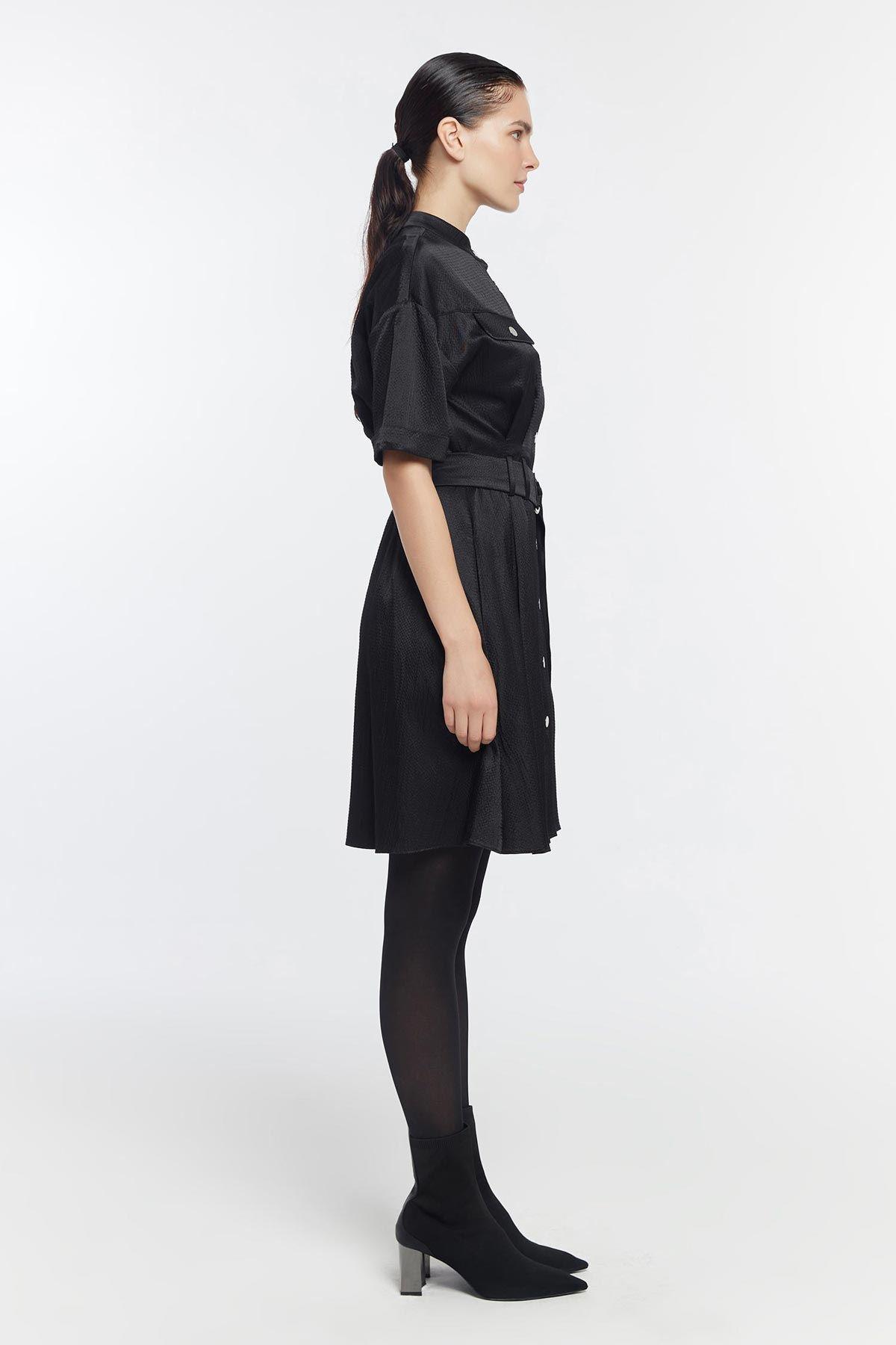 Düğme kapama kemerli elbise Siyah