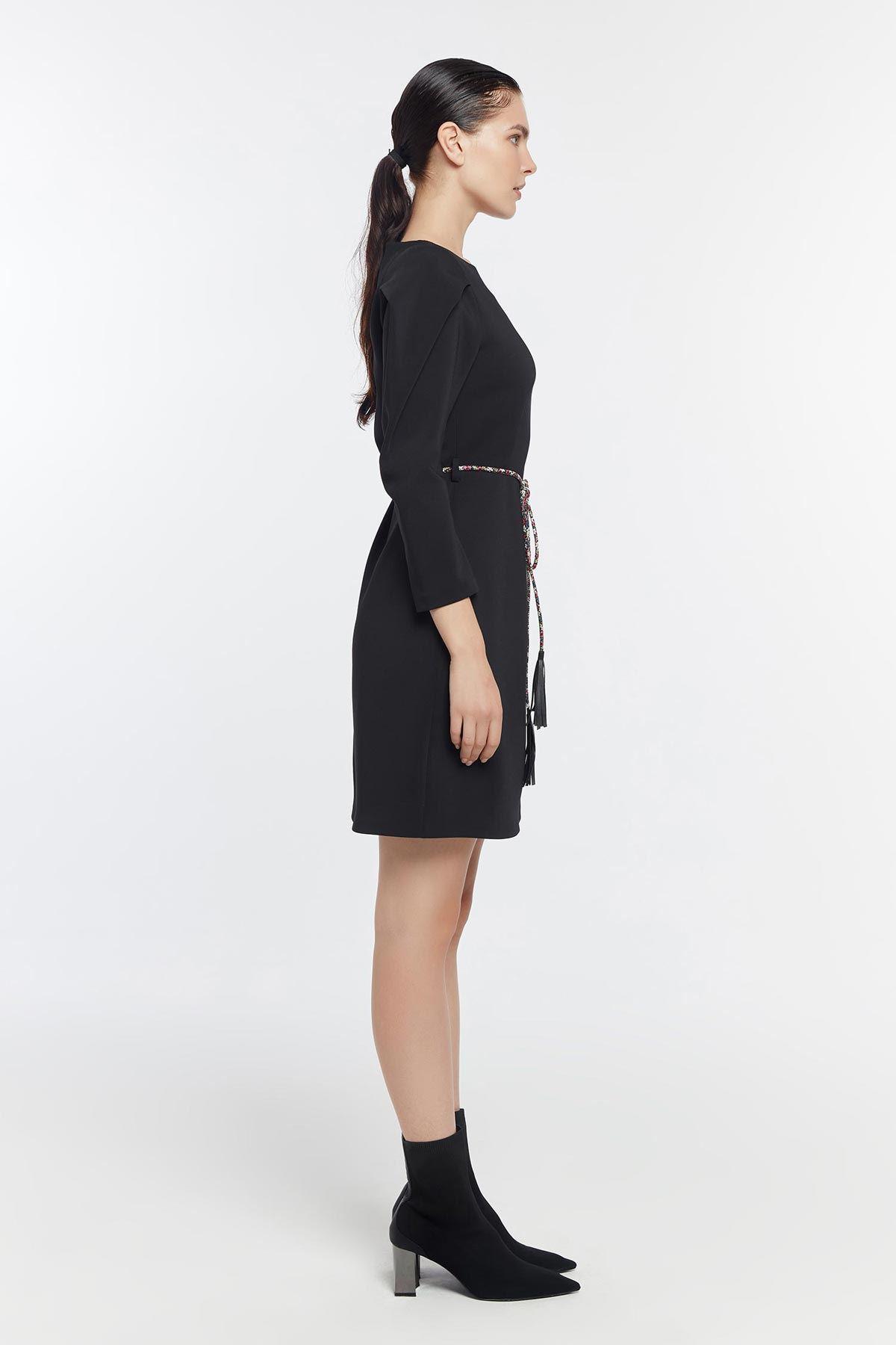 Pilili kol kemerli elbise Siyah