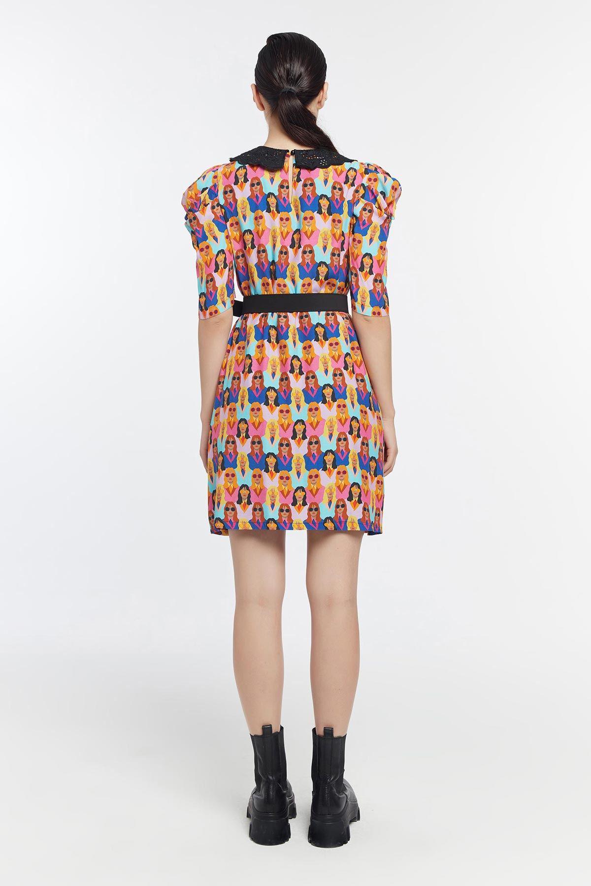 Kadın figürlü brode yakalı elbise Fuşya