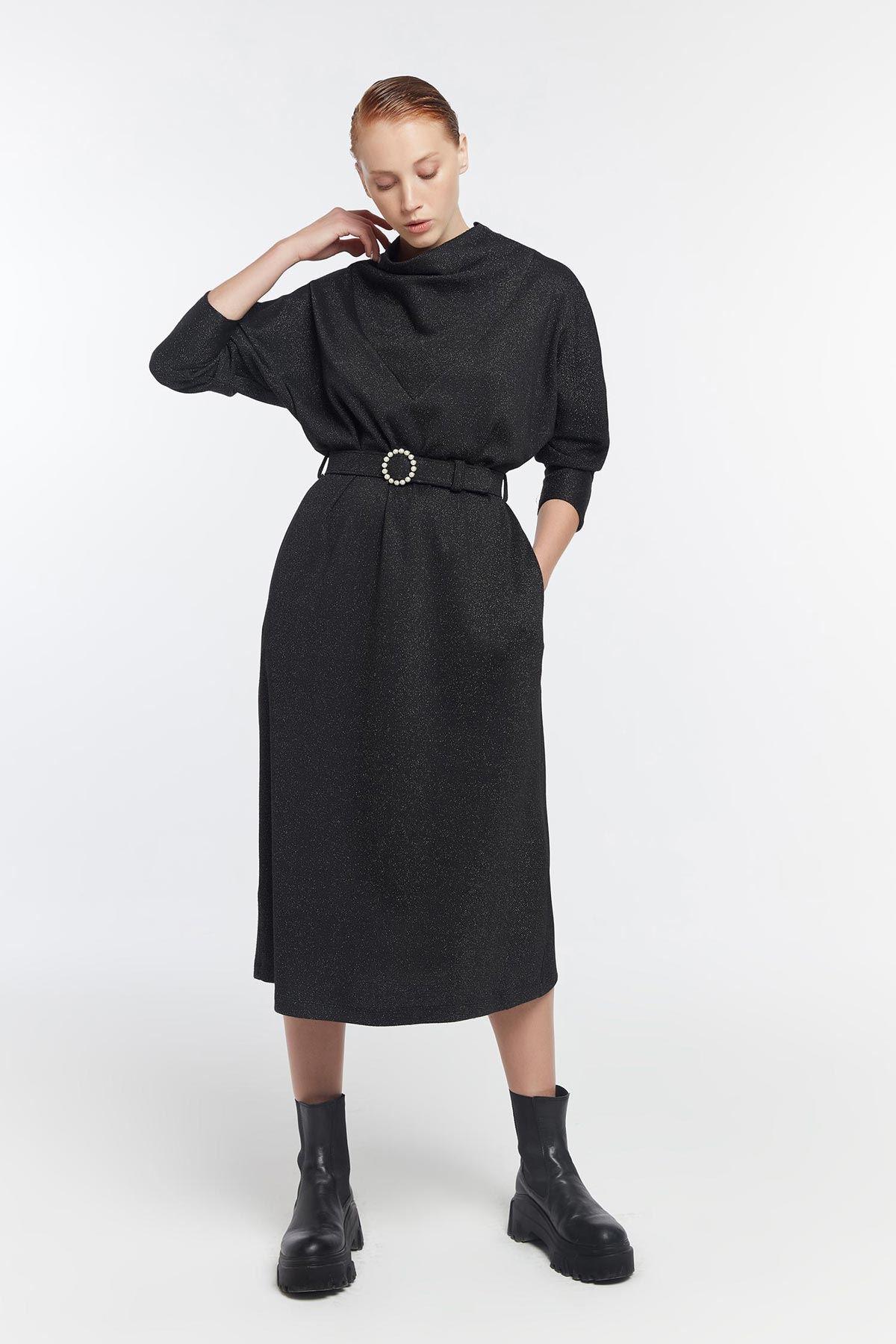 Degaje yaka metalik elbise Siyah
