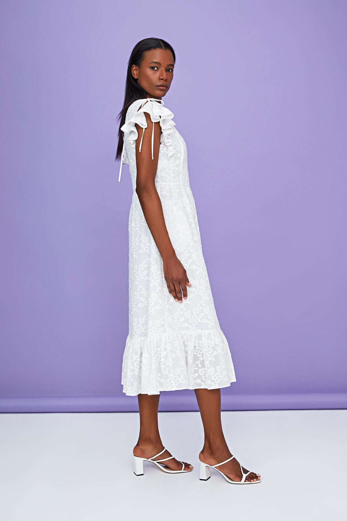 Fırfır şeritli brode elbise Ekru
