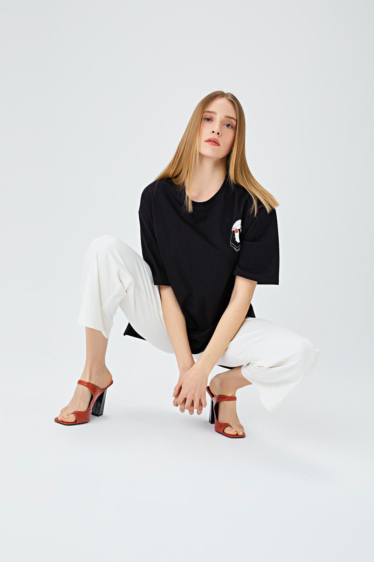 El baskılı t-shirt Siyah